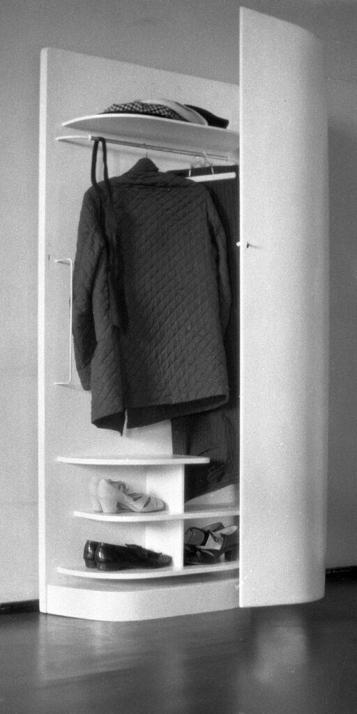 Alvar Aallon suunnittelema vaatekaappi